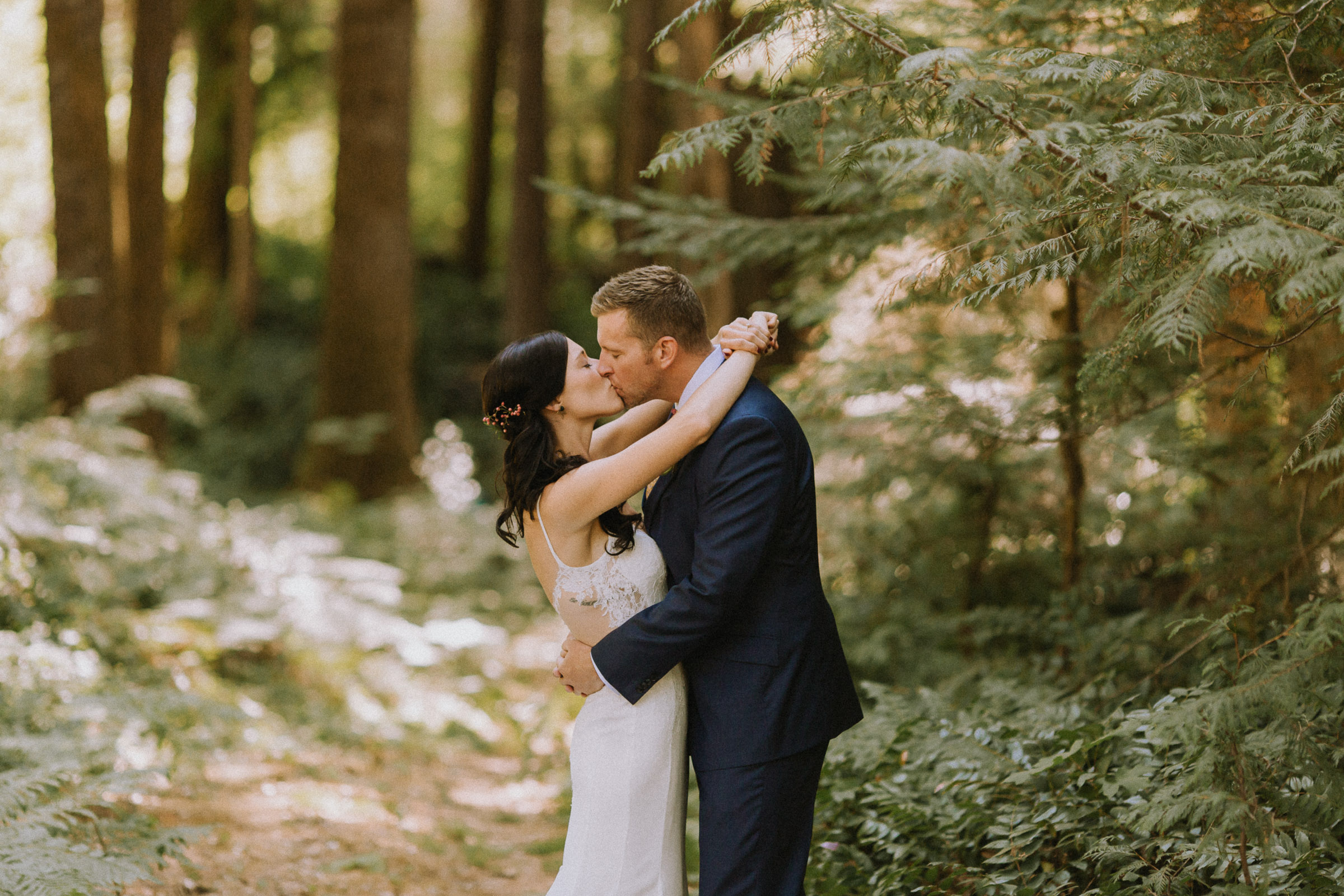 Couple kissing in the woods at Laloma Lodge in Oregon